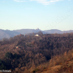 le colline di Varzi con sullo sfondo il Castello di Oramala