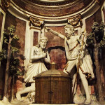 Duomo di Loano: scultura raffigurante Il battesimo di Gesù e una recente riproduzione lignea del Duomo