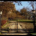 veduta del cancello e dell'entrata - castello di Oramala