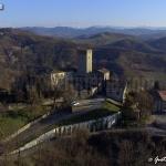 il castello di Stefanago con l'appennino sullo sfondo