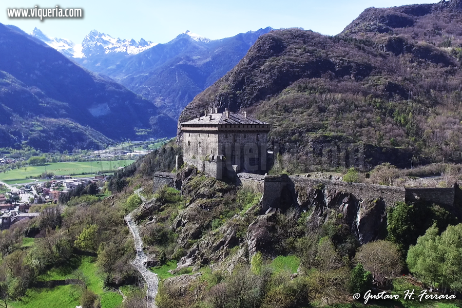 Foto del giorno: veduta aerea del castello di Verres (AO)