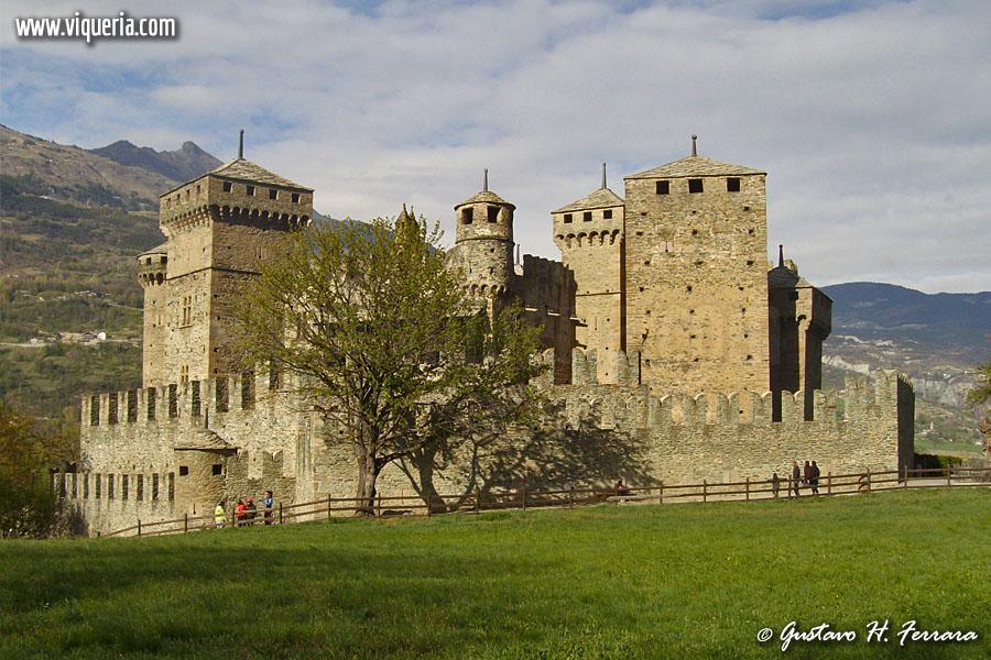 Sguardi sul castello medievale di fenis ao viqueria - Finestre castelli medievali ...