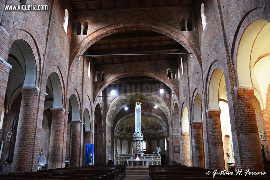 L'interno della basilica di Santa Maria maggiore di Lomello