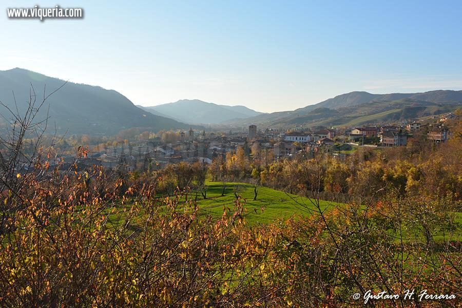 Il borgo di Varzi in una giornata autunnale