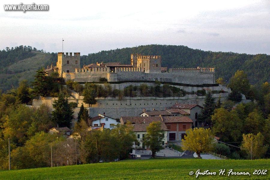 Il castello di Montesegale al tramonto