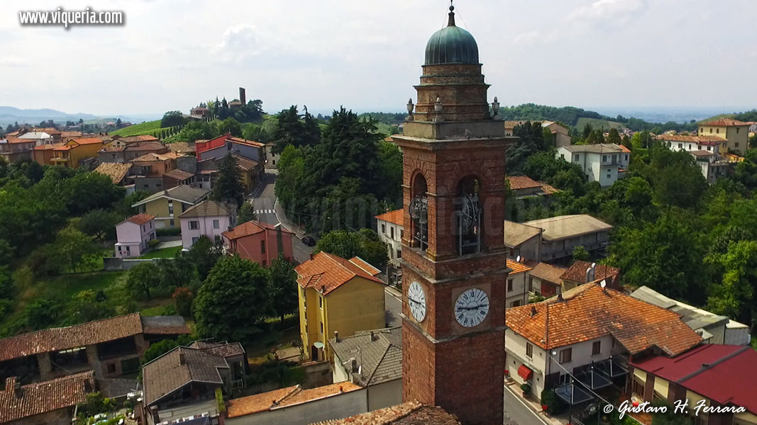 Canneto pavese: il campanile della parrocchiale con la Malpaga sullo sfondo