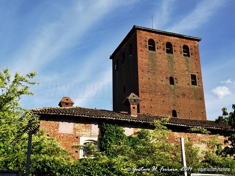 La torre del castello di sant'alessio