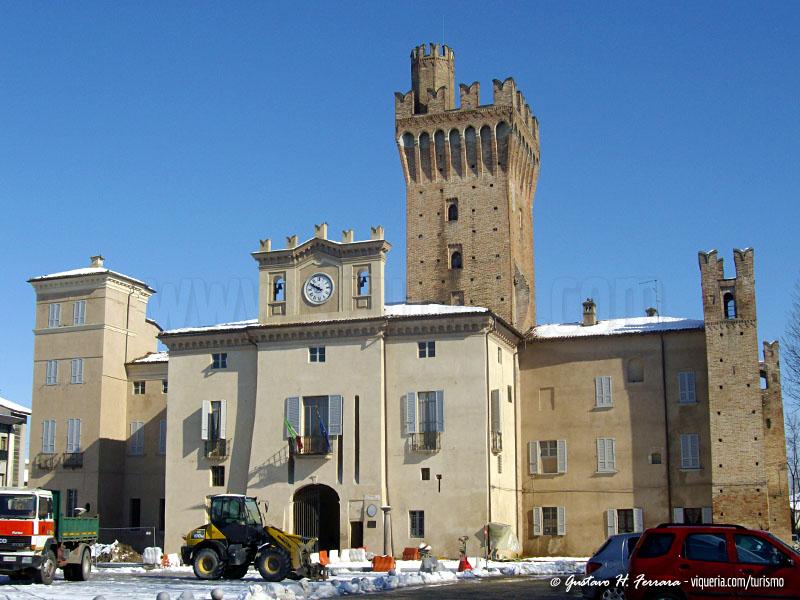 Il castello di Caorso innevato