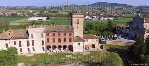 Sguardi aerei sul castello Beccaria di Montebello della battaglia (PV)