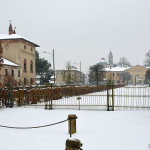 La villa padronale, la chiesa di Sant'Antonio e il Colombarone.