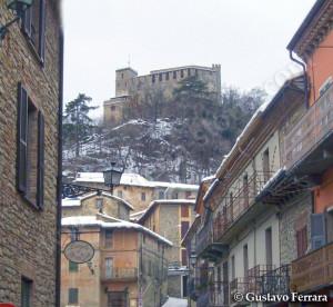 il castello visto dalla piazza