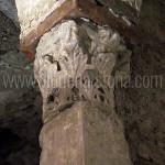 cripta di san giovanni domnarum : capitello corinzio della colonna NE (IV secolo d.C.)